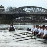 """英国人的""""龙舟赛"""":牛津和剑桥赛艇对抗"""