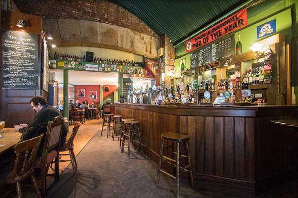 曼彻斯特酒吧