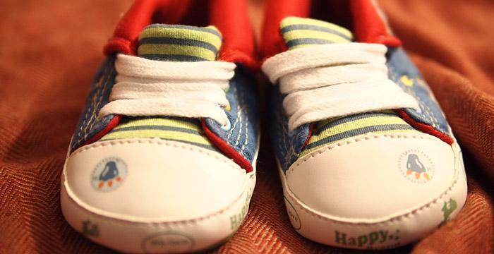 挑选学步鞋