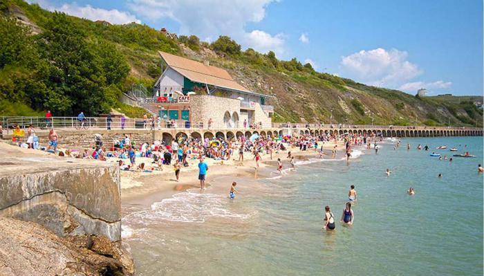 阳光海滩(Sunny Sands Beach/Folkestone Beach)