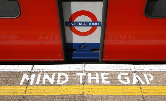 伦敦地铁mind the gap