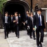 在英国贵族公学里上学到底是一种怎样的体验?