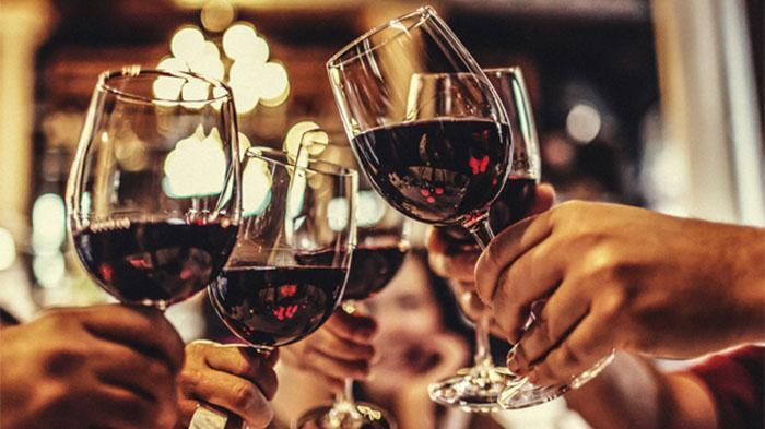 如何品红酒