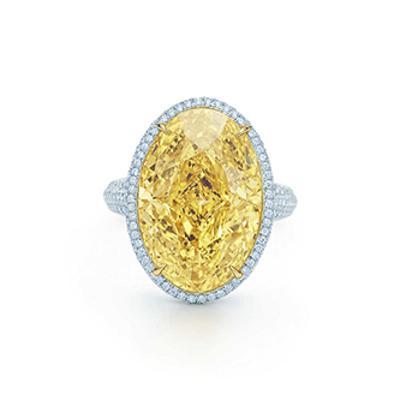 椭圆形黄钻戒指