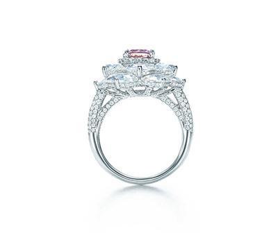 珍罕彩钻戒指