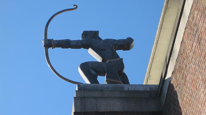 """弓箭手雕塑""""The Archer"""""""