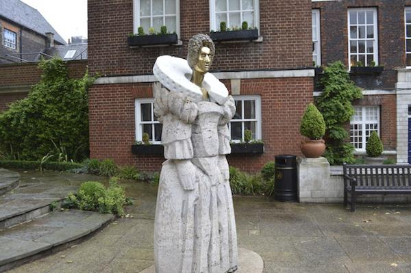 西敏寺学院伊丽莎白女王一世雕像