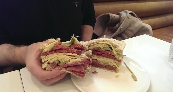伦敦最好吃的牛肉三明治Brass Rail