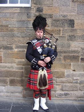 苏格兰男人吹风笛