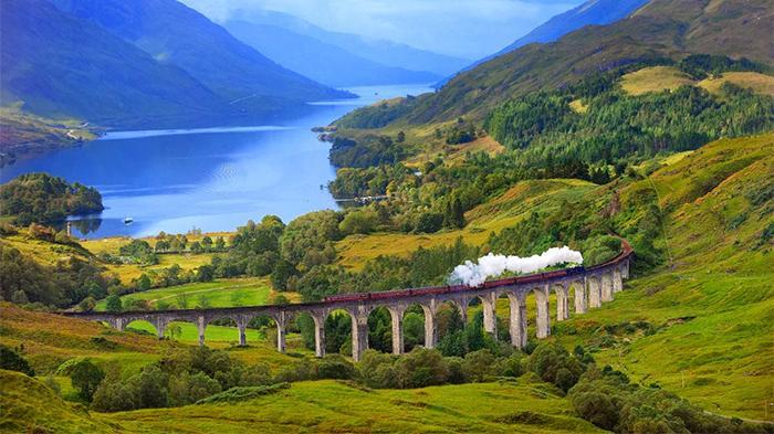 格伦芬南高架桥(Glenfinnan Viaduct)