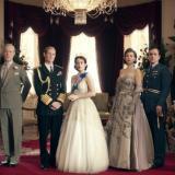 """【The Crown】《王冠》剧评:英国皇室的""""错位"""""""
