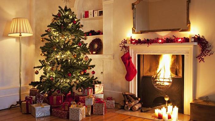 在家里布置圣诞树