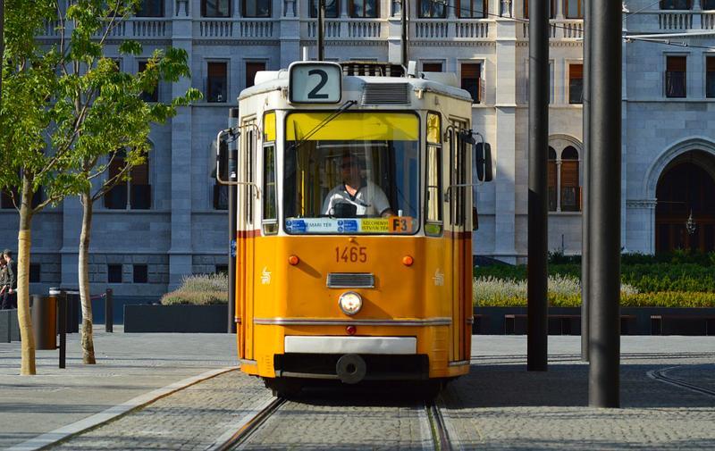 Yellow Tram 黄色电车