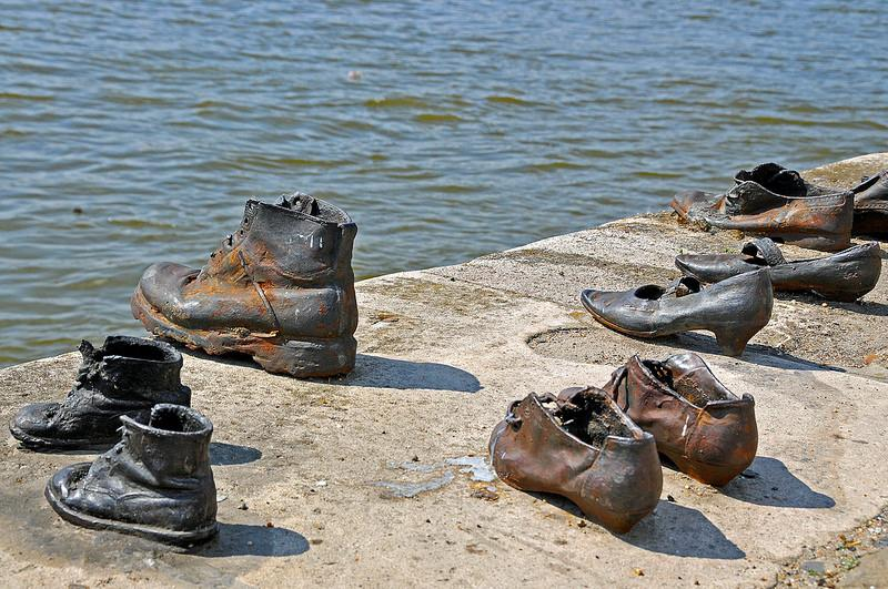 Shoes on the Danube 多瑙河之鞋
