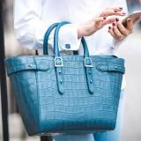 英国高端皮革品牌,Aspinal of London精选包包高达<tag>70% off</tag>,其中就包括网红款Marylebone Tote,还有几款2018年的新款,都在打折。
